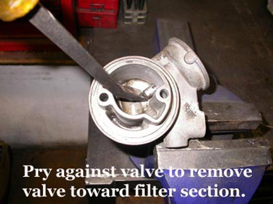 14_oil_filter_adapter_pry_against_valveb