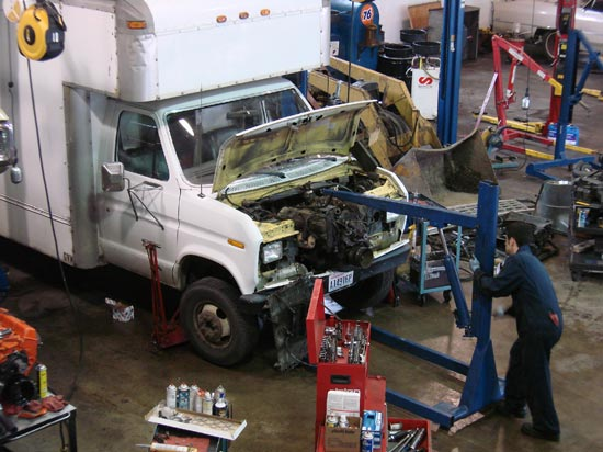 289_Ford_E350_truck_cubevan_V8_engine_removal5