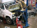 296_Ford_E350_truck_cubevan_V8_engine_removal