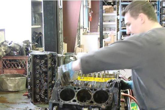 24_Canada_Engines_V6_engine_disassembly