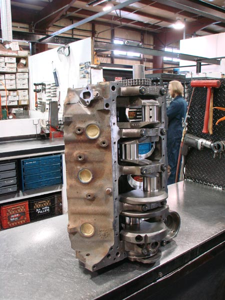 24_Canada_Engines_V8_assembly