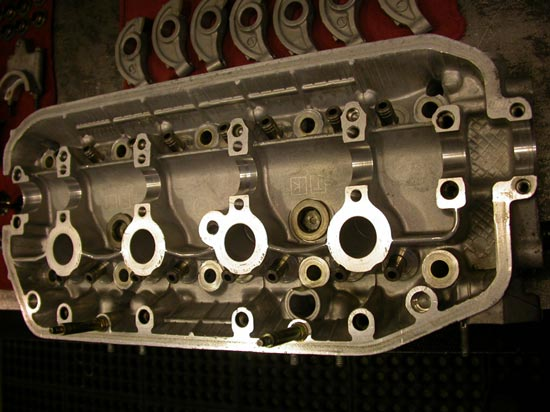 30_hemi_4_valve_per_cylinder_head_top_view