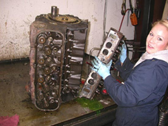 65_V8_engine_disassembly_cylinder_head_removal_3