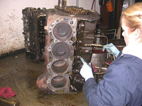 66_V8_engine_disassembly_4